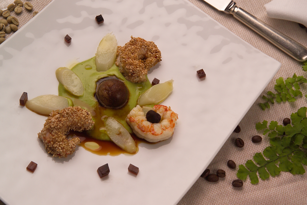 Gamberi e asparagi bianchi con salsa ai piselli. Granita al caffè Preludio (Chef Andrea Fusco)